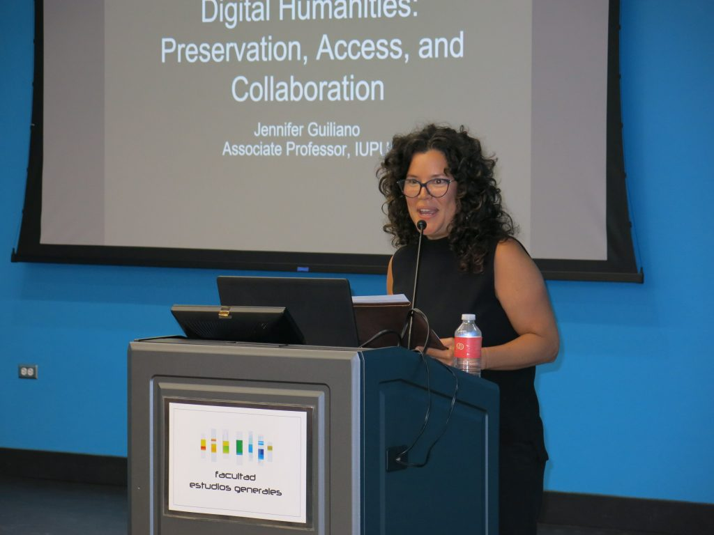 "Photo of Nadjah Ríos Villarini introducing Jennifer Guiliano as keynote speaker for her conference ""Preservation and Access: New Trends in Digital Humanities"" at UPR-Río Piedras (2019)"
