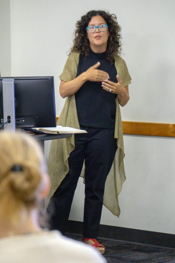 Photo of Nadjah Ríos Villarini presenting at NEH 2019 Summer Institute