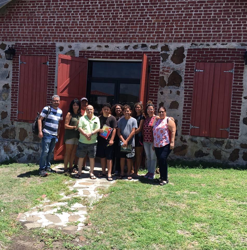"""Group photo of participants of workshop """"Archivo Comunitario Fundación Culebra: Cataloguing & Digitization"""" at Fundación Culebra (2018)"""